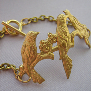 Birds Of A Feather Bracelet por £14.99