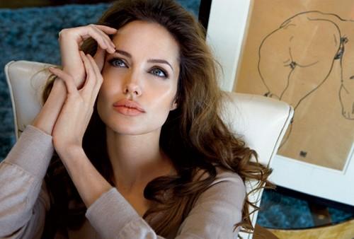Angelina Jolie é eleita mulher mais bonita do mundo
