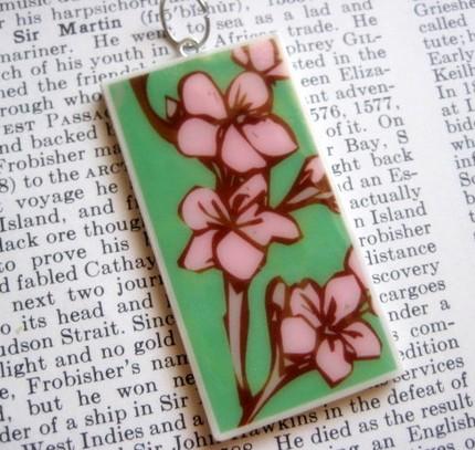 flores-cor-de-rosa-pingente