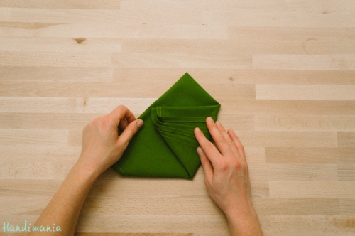 christmas-tree-napkin-fold08