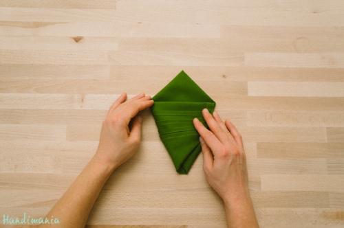 christmas-tree-napkin-fold09