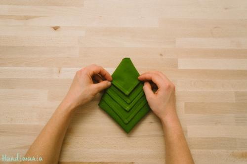 christmas-tree-napkin-fold11