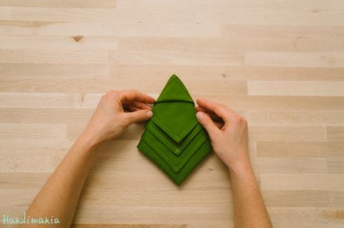 christmas-tree-napkin-fold12
