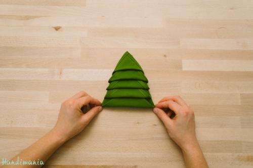 christmas-tree-napkin-fold14