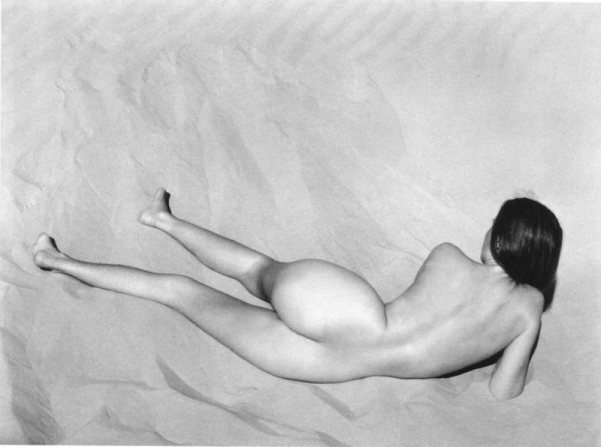 nude-on-sand-edward-weston-nude-12-thumb-800x596-105780