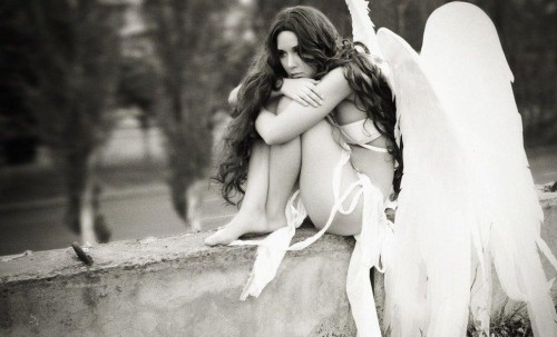 Sad-beautiful-fallen-angel