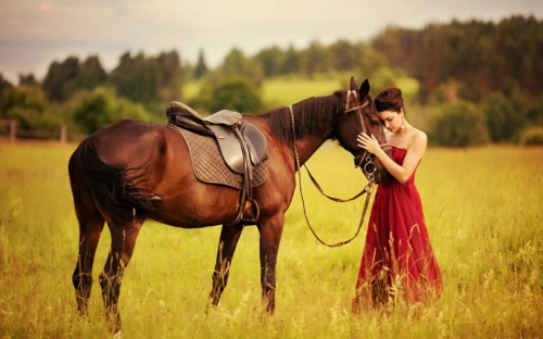 Woman-with-horse